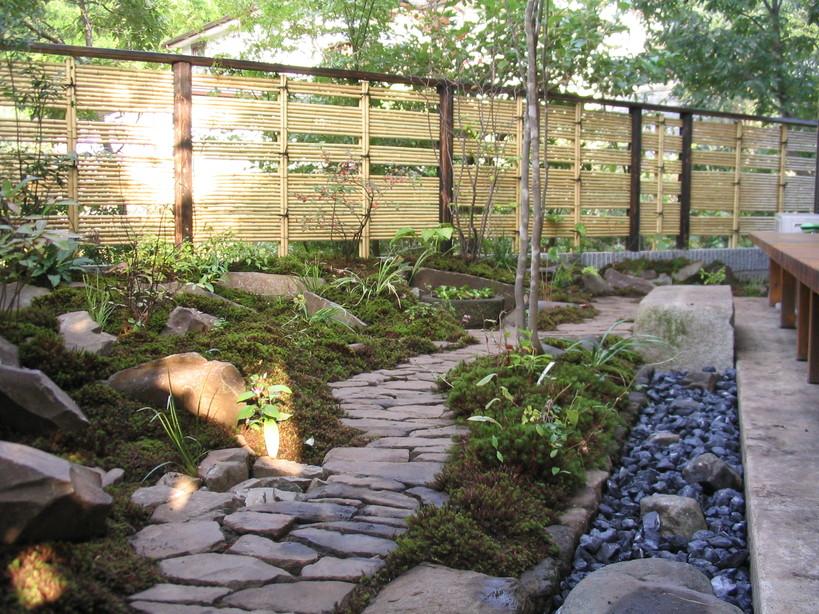 借景の小さなお庭