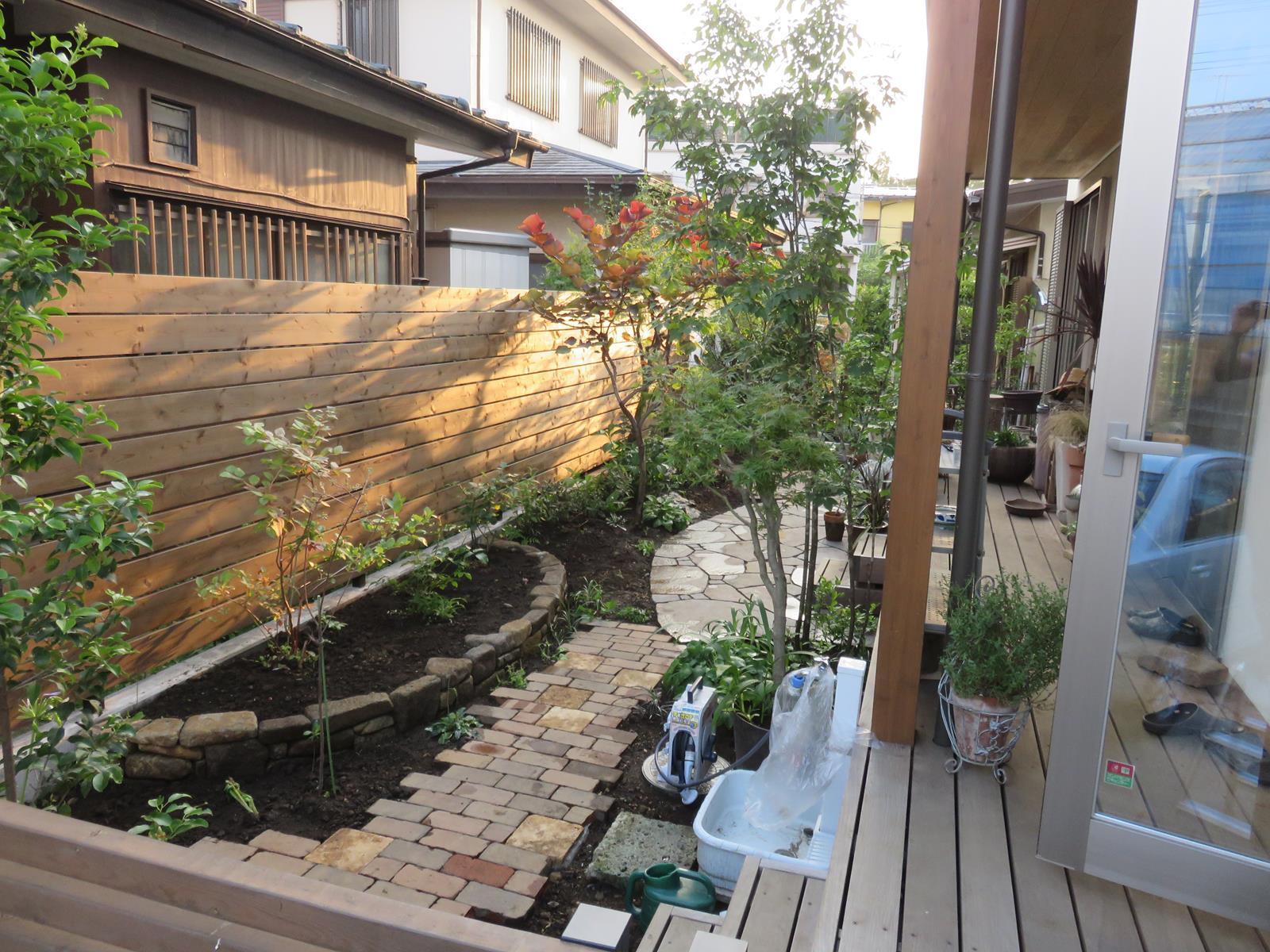 横板張りウッドフェンス