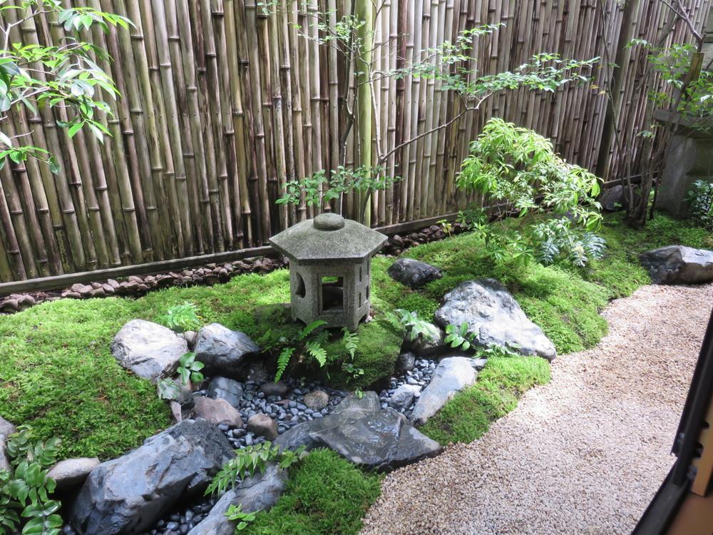 2010年に作庭したお庭(「木陰の和風庭園」)に流れを作る改庭を2016年にさせていただきました。